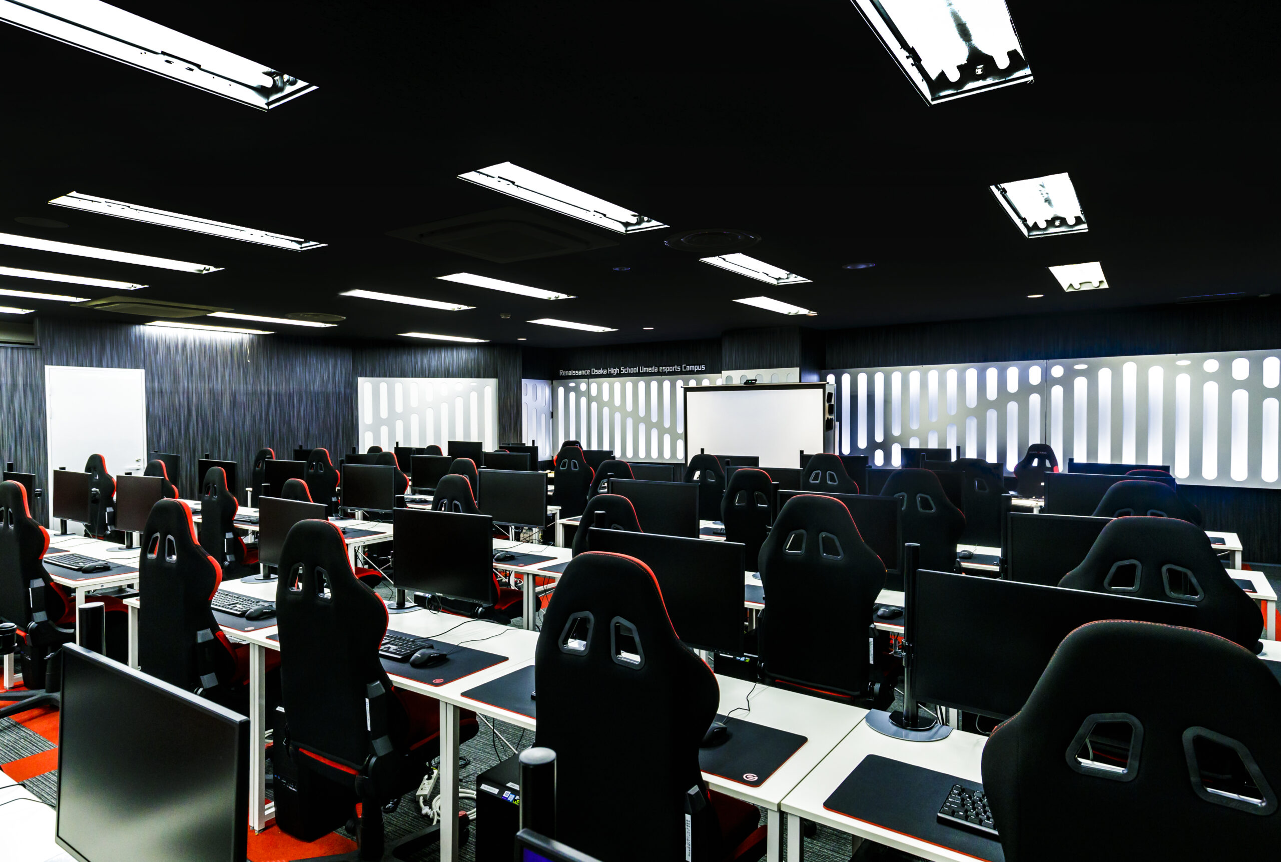 ルネサンス大阪高等学校 梅田eスポーツキャンパス